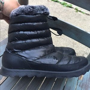 Women's The North Face Black Snow Boots Size 8M